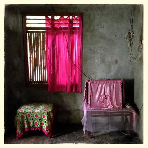 Ruang tamu di salah satu rumah warga di Larantuka, Kabupaten Flores Timur, Nusa Tenggara Timur.