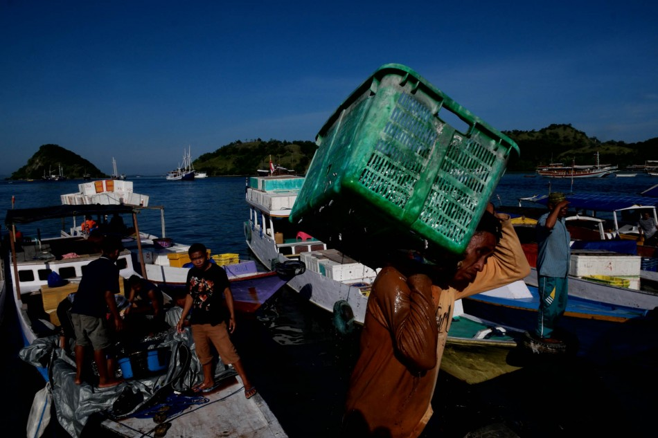 Pagi di pelabuhan ikan Labuan Bajo